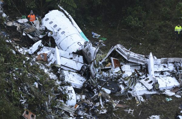 Imagens fortes do avião despedaçado. Incrível saber que houve sobreviventes