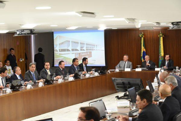 O governador Paulo Câmara participou do encontro