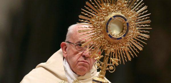 31dez2016-o-papa-francisco-lidera-o-te-deum-na-basilica-de-sao-pedro-no-vaticano-1483212986955_615x300