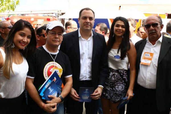 Apresentação do Leite de Cabra Pajelat ao governador Paulo Câmara e ao Presidente da AMUPE, Luciano Torres, por ocasião do encontro da AMUPE em Gravatá