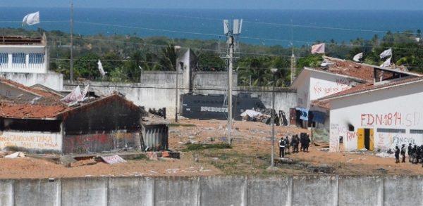Policiais da Tropa de Choque começam a entrar no presídio de Alcaçuz para efetuar a transferência de presos. Foto: Beto Macário/UOL